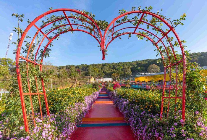 Con đường hoa tuyệt đẹp