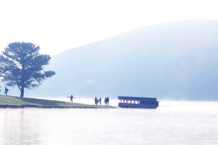 Đi thuyền đến hồ Đankia - Suối Vàng