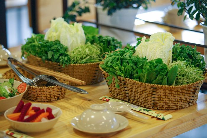 Buffet rau Legadu với rau xanh tươi ngon