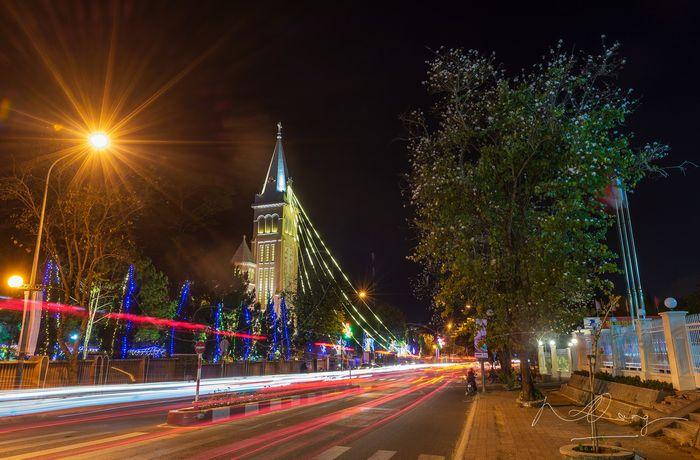 Nhà thờ Con Gà trang trí lung linh mùa Noel