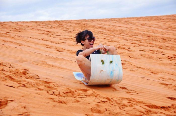 Trượt cát ở đồi cát bay Mũi Né
