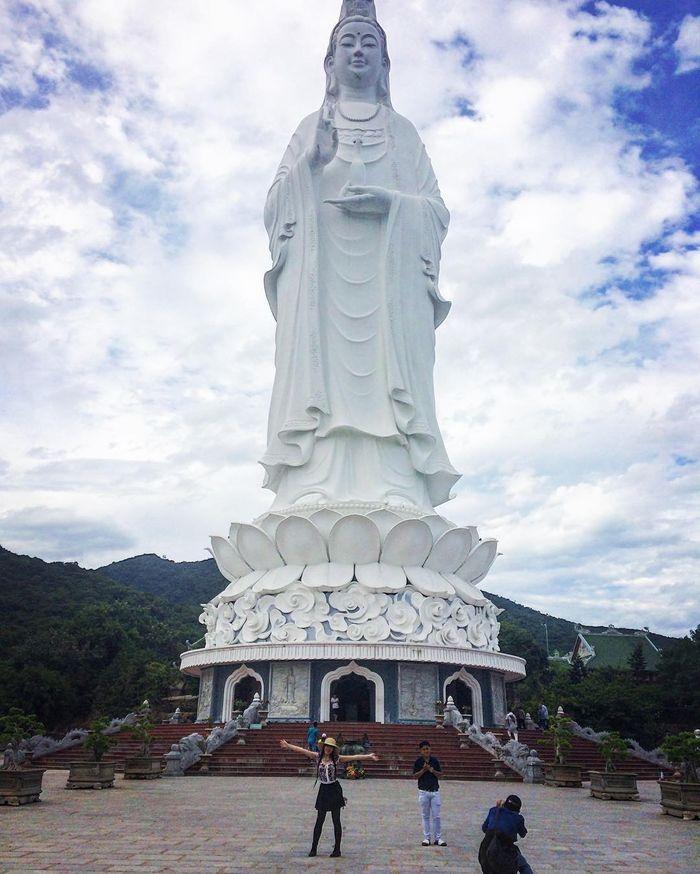 Tượng Quan Âm chùa Linh Ứng
