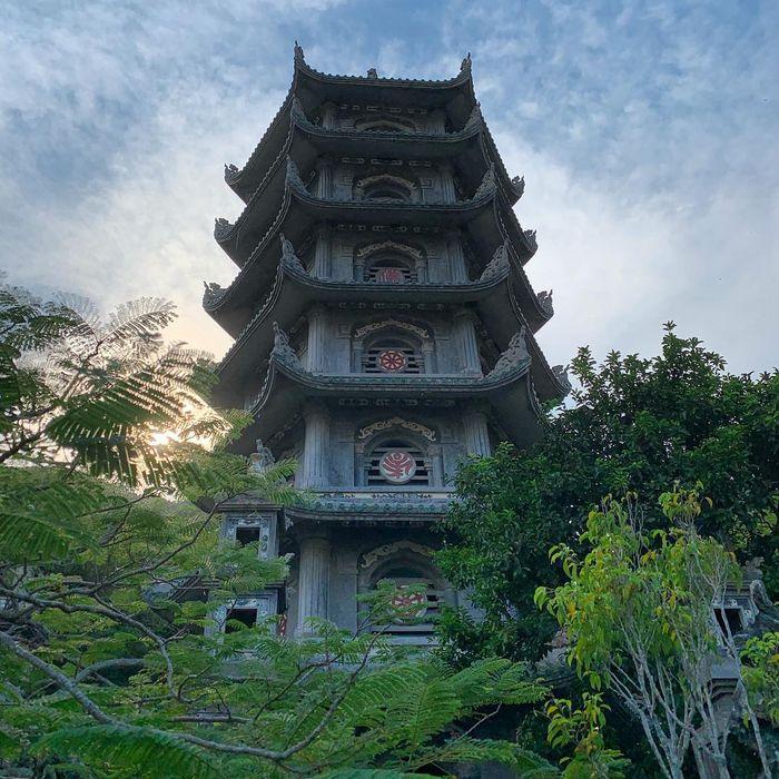 Ngọn tháp trên núi Ngũ Hành Sơn