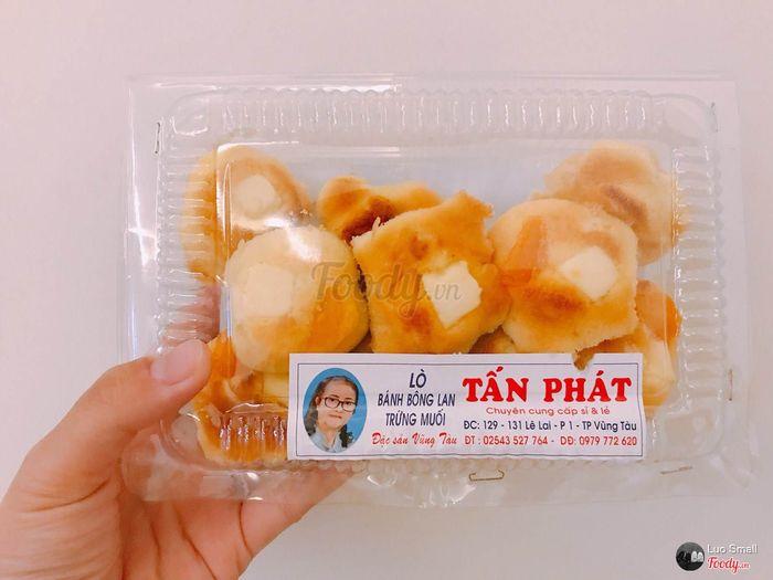 Hộp bánh Tấn Phát trên đường Lê Lai