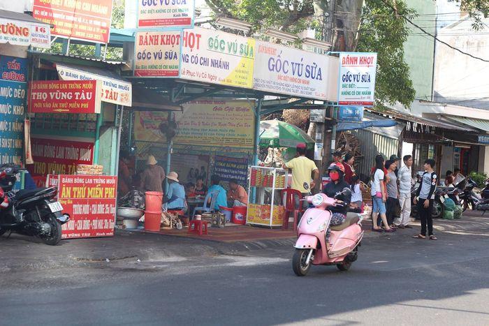 Tiệm cạnh bên bánh khọt gốc vũ sữa