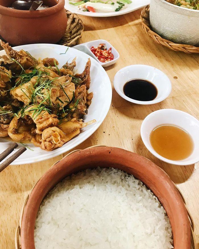 Niêu cơm với các món ngon đậm đà