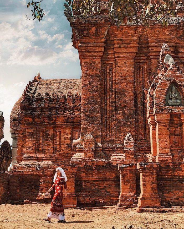 Tháp mang vẻ đẹp truyền thống dân tộc Chăm
