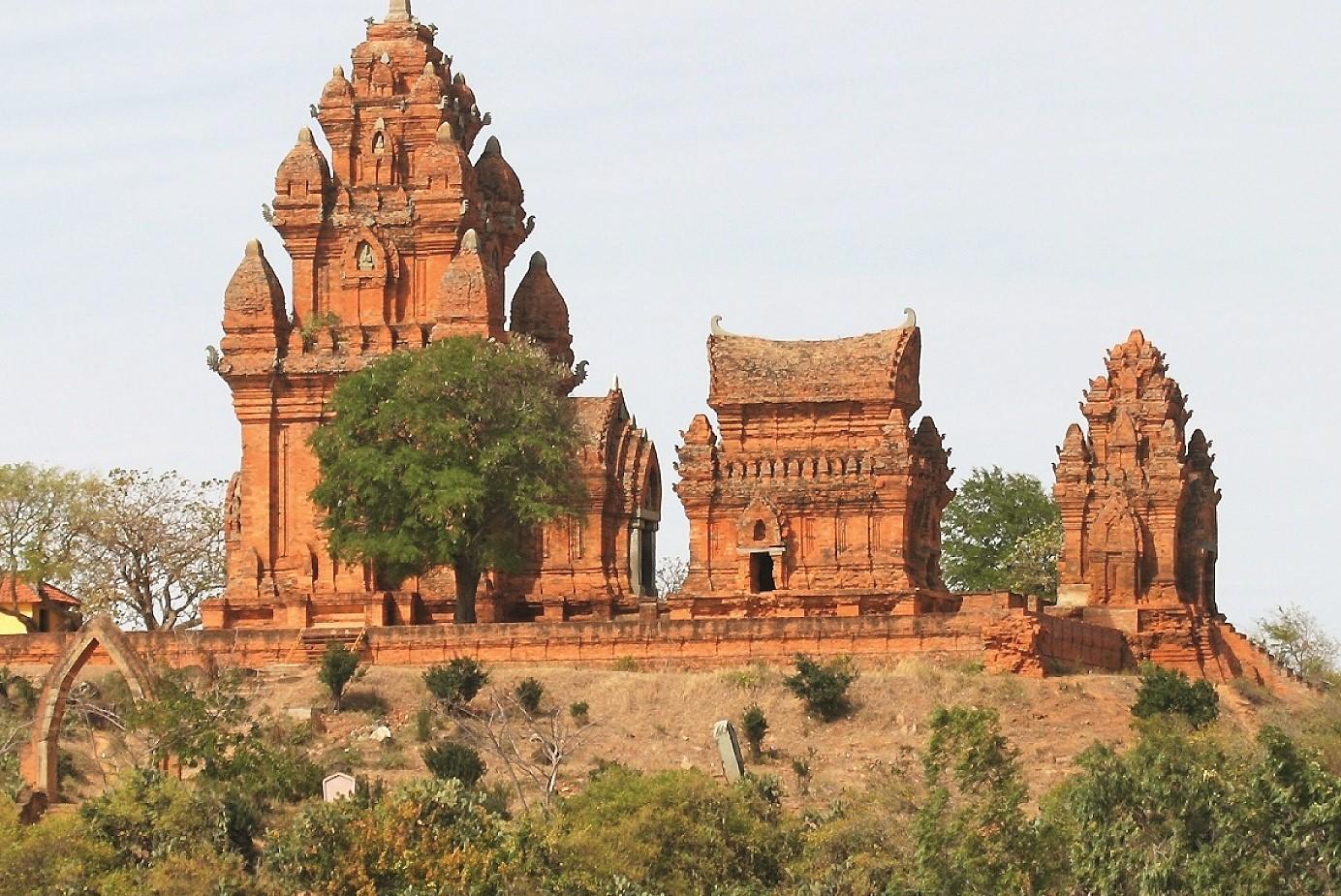 Tháp Po Klong Garai Ninh Thuần và bí ẩn kiến trúc gần 800 năm tuổi