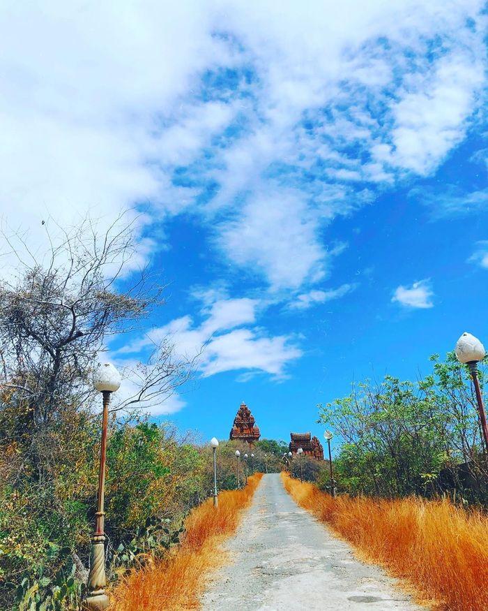 Đường vào quần thể Tháp Po Klong Garai