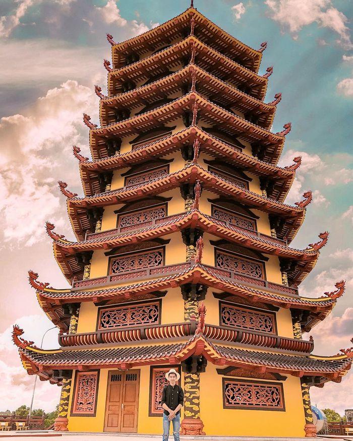 Bảo tháp Xá Lợi ở chùa Phật ngọc Xá Lợi