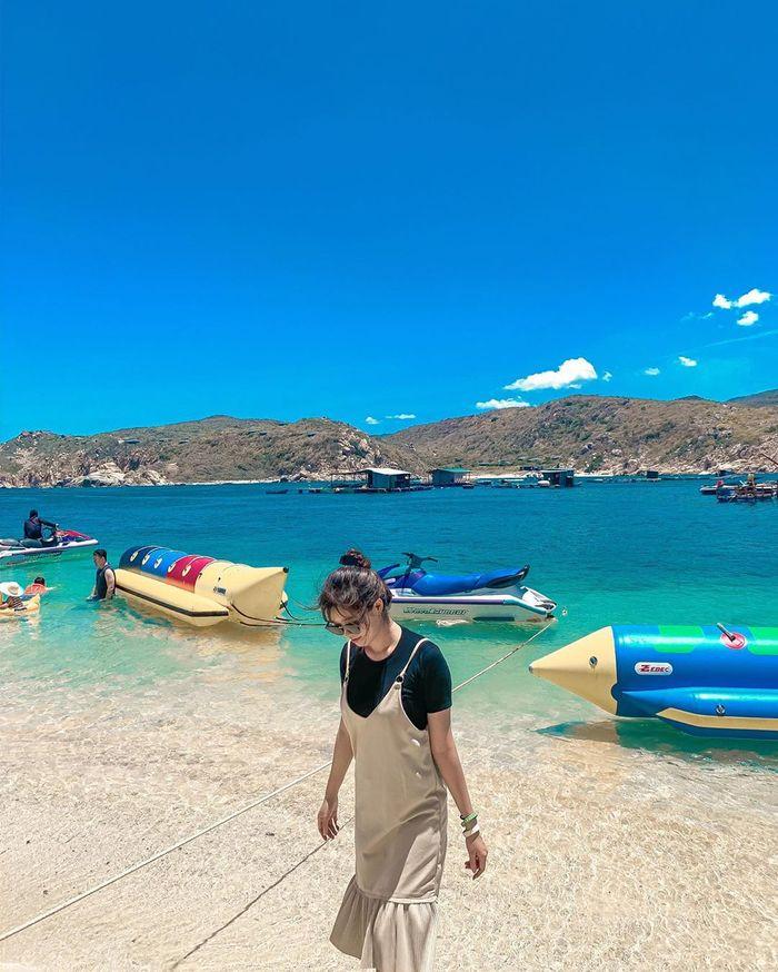 Biển Vĩnh Hy màu xanh tuyệt đẹp