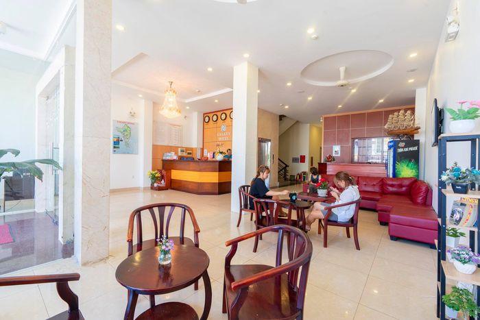 Khu vực lễ tân khách sạn sang trọng