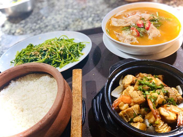 Phần cơm niêu nóng hổi hấp dẫn ở nnhà hàng Đại Việt