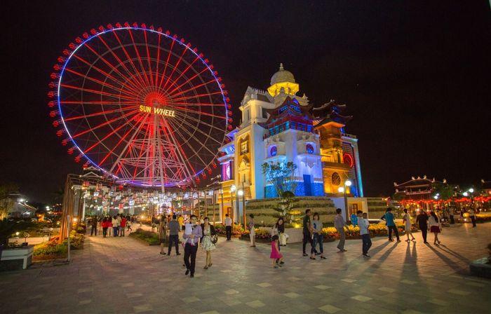 Vòng đu quay khổng lồ Sun Wheel tại công viên châu Á Đà Nẵng