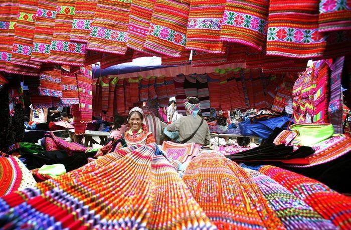 Chợ thổ cẩm ở Sapa