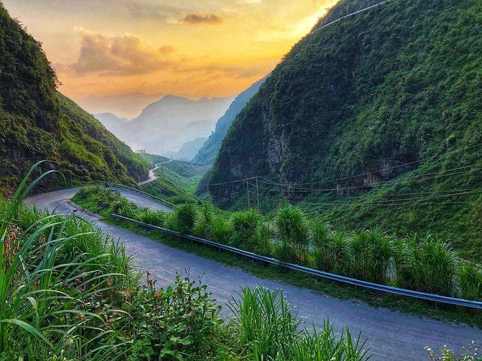 Đường lên đỉnh đèo Khau Phạ