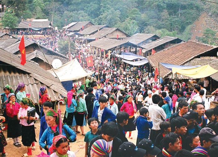 Chợ phiên Sapa là nơi giao lưu về văn hóa các dân tộc thiểu số