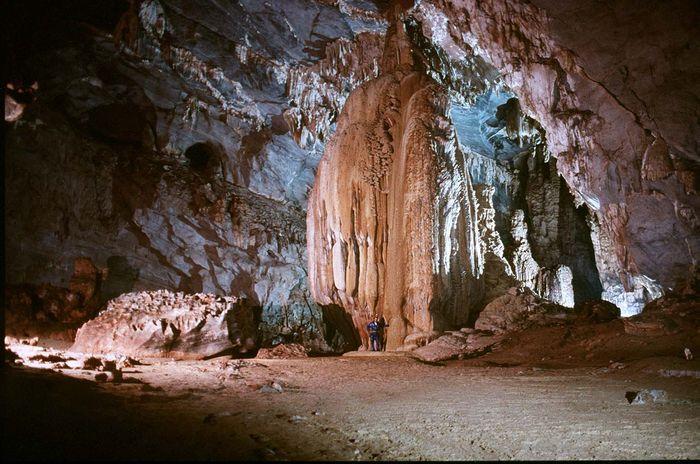 Khung cảnh kỳ thú của thạch nhũ trong hang Đầu Gỗ, Hạ Long
