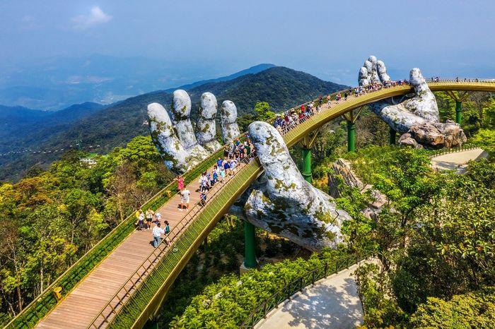 Chiếc cầu Vàng nổi tiếng ở Bà Nà Hills, Đà Nẵng