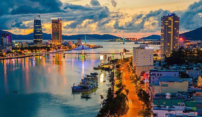 Toàn cảnh sông Hàn Đà Nẵng rực rỡ trong buổi chiều tà