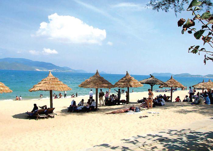xuan-thieu-beach