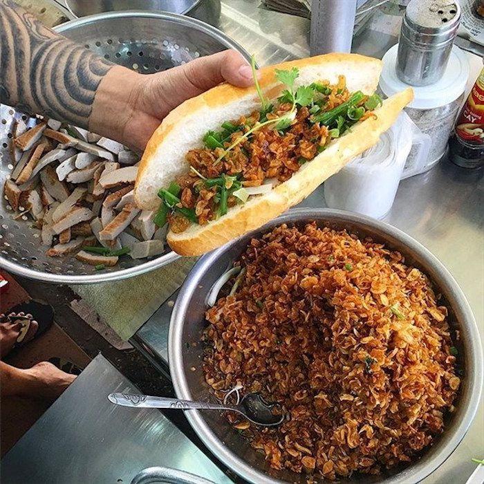 Bánh mì chả cá Nguyên Loan