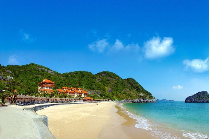 Biển Đồ Sơn nổi tiếng với bờ cát dài