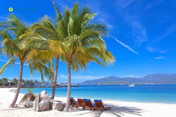 Biển xanh, cát trắng, nắng vàng ở quần đảo Nam Du