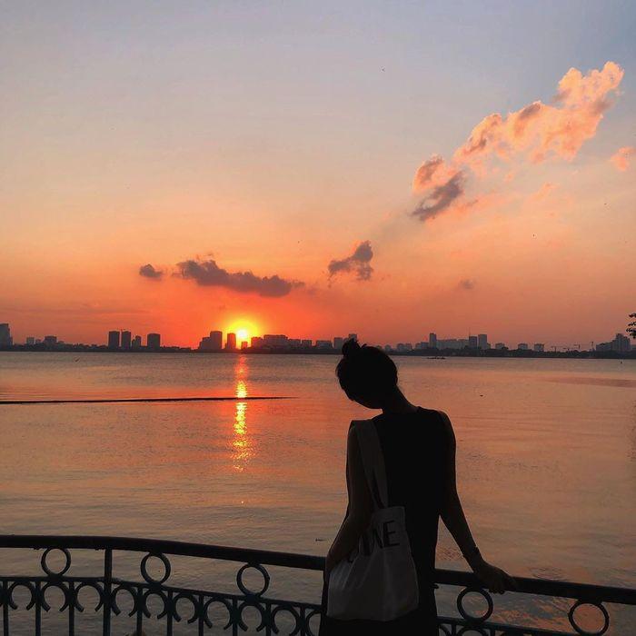Hồ Tây chiều thu lãng mạn như một người tình