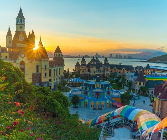 Thành phố biển Nha Trang đón đông đảo du khách vào mùa hè