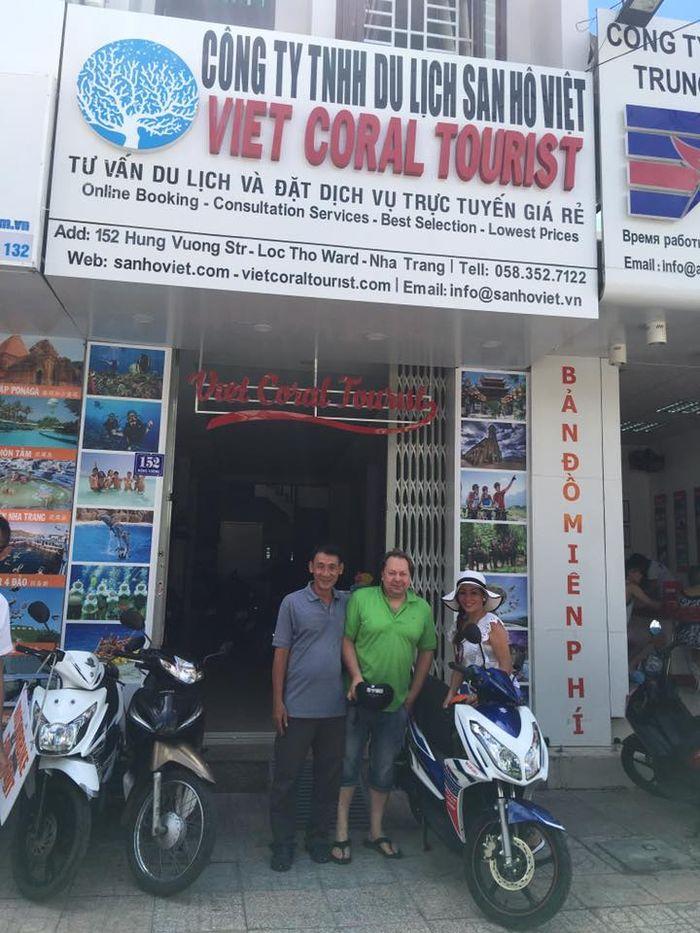 Bạn có thể trực tiếp đến Viet Coral thuê xe và kiểm tra chất lượng
