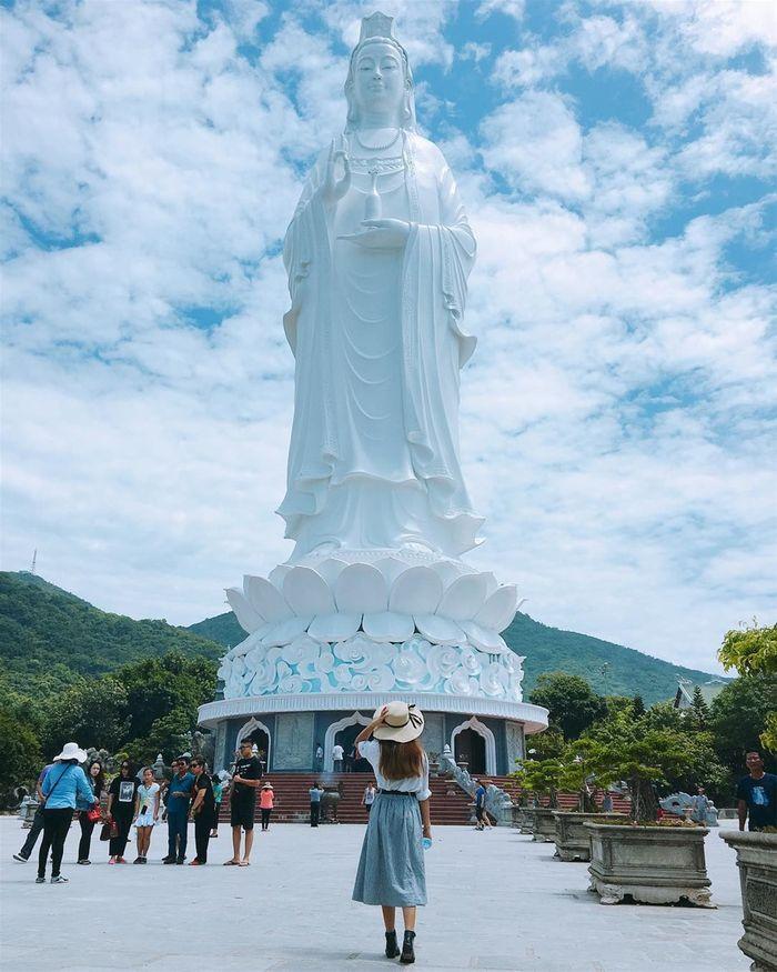 Tham quan chùa Linh Ứng