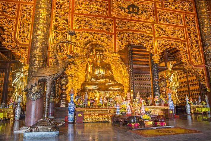 Điện thờ bên trong chùa Bái Đính nguy nga