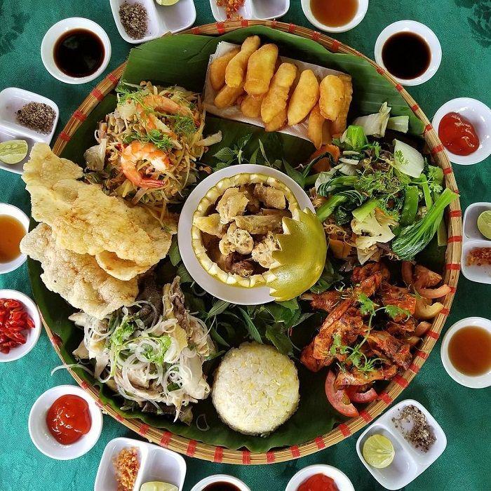 Mâm thức ăn dân dã, đặc sắc ở làng bưởi Tân Triều