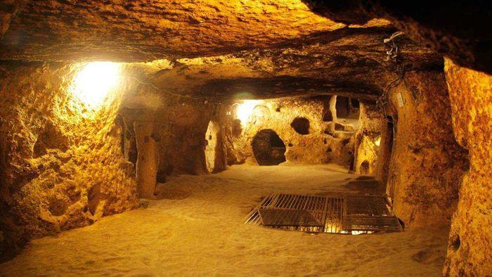 Không gian bên trong hầm địa đạo Củ Chi