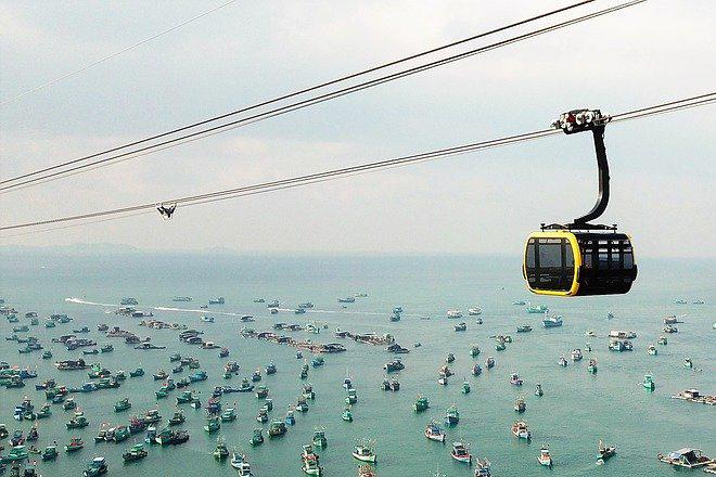 Trải nghiệm cáp treo trong tour Phú Quốc