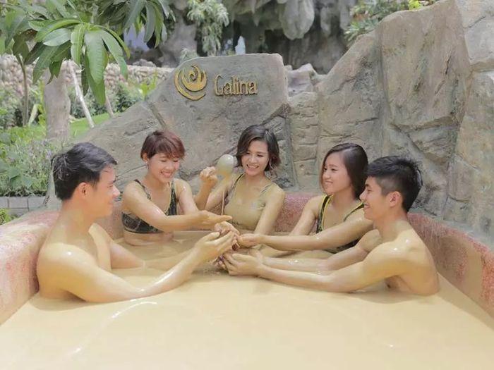 Tắm bùn khoáng nổi tiếng ở Nha Trang