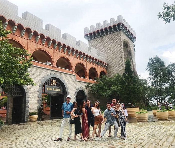 Lâu đài rượu vang thường xuất hiện trong tour của Saigon Tourist