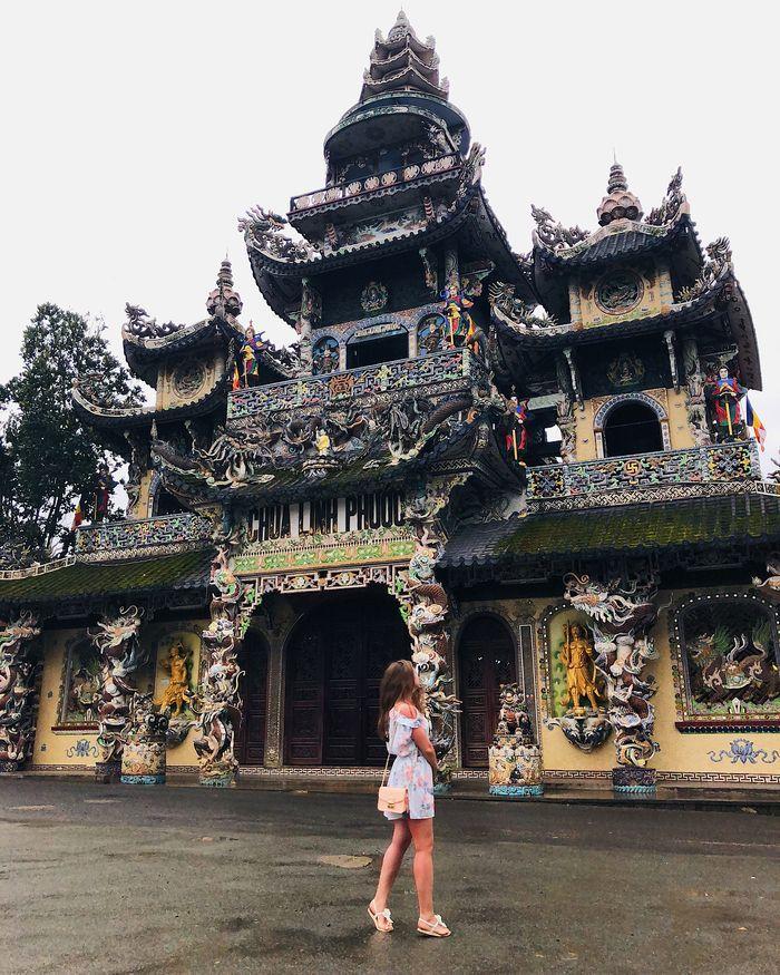 Chùa Ve Chai Đà Lạt hay chùa Linh Phước