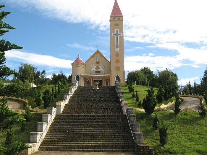 Một góc nhà thờ Thánh Mẫu